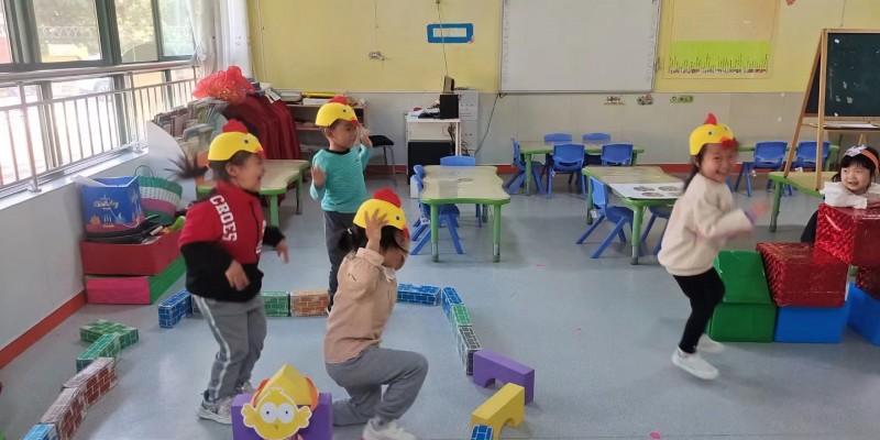 威海市皇冠中心幼儿园开展故事情境表演活动